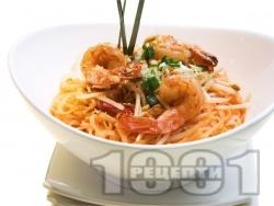 Пад Тай (Pad Thai) - оризови нудъли със скариди (или морски дарове) - снимка на рецептата